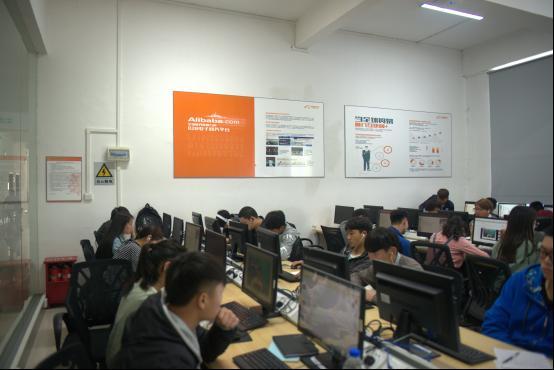 互联网营销学院全体项目组学生参加阿里巴巴云客服考试